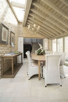 Sims Hilditch Interior Design Converted Barn Wiltshire 2 Source by bellaww Interior Design Blogs, Interior Design Business, Beautiful Interiors, Colorful Interiors, White Interiors, Barn Conversion Interiors, Converted Barn, Contemporary Home Decor, Sims