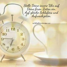 Regelmäßige Schlafzeiten sind eine der wichtigsten Voraussetzungen für gesunden Schlaf.#schlafsystemeweisz #matratzen# besserschlafen Alarm Clock, Home Decor, Waterbed, Sleep Better, Mattresses, Clock, Tips, Projection Alarm Clock, Decoration Home