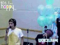 (gif) GD and balloons (Seungri)