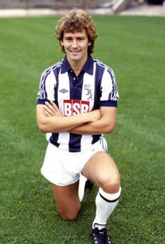 Bryan Robson West Bromwich Albion 1981 West Bromwich Albion Fc, Bryan Robson, Soccer World, Football Pictures, Football Jerseys, World History, Manchester United, My Hero, Kicks