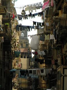 Naples, Italy: This place was CRAP!