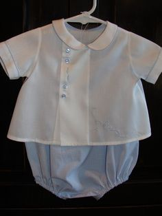 Baby boy heirloom bubble and shirt with hand by AuntSchonie Baby Outfits, Toddler Boy Outfits, Kids Outfits, Baby Boy Dress, Baby Girl Dress Patterns, Vintage Baby Mädchen, Couture Bb, Smocked Baby Dresses, Baby Boy Newborn
