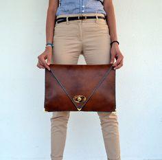Embrague de piel de camello grande hecho a mano / por AnaKoutsi