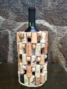 Porta botella elaborada con corchos de vino. Visita winenot.com.mx ó Facebook.com/winenot.com.mx