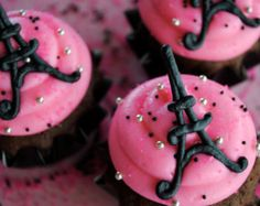 Eiffel Tower cupcake toppers :) Cute Cupcakes, Cupcake Cookies, Cupcake Toppers, Cupcake Ideas, Paris Cupcakes, Bolo Paris, Parisian Party, Paris Birthday Parties, Paris Theme