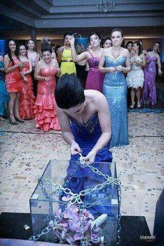 Quem acertar a chave pega o bouquet...