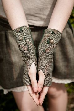 Steampunk - ON SALE Wristwrmers Fingerless gloves green gloves Tweed wristwarmer Rustic Steampunk wristwarmers With brass buttons Folk wristwar by CELTICFUSIONDESIGN Tweed, Green Gloves, Work Gloves, Gloves Fashion, Wrist Warmers, Mitten Gloves, Steampunk Fashion, Steampunk Gloves, Refashion
