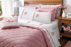 O seu quarto ficará muito mais elegante e charmoso com a Colcha Cobre Leito Casal Queen Athena Rosê + Porta Travesseiro + Almofada - 06 Peças Percal 200 Fios, proporcionando o máximo de conforto e maciez. Um produto de excelente qualidade!