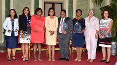 Cándida Montilla de Medina entrega reconocimiento Pediatra del Año