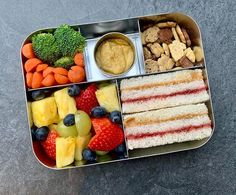 This spacious, stainless steel bento box features five compartments, making it easy for you to add variety to your child's meal. Healthy Lunches For Kids, Lunch Snacks, Lunch Recipes, Baby Food Recipes, Kids Meals, Healthy Snacks, Healthy Recipes, Bag Lunches, Work Lunches