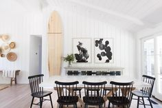 mindygayerdesign the charm of an open floor plan, endless millwork and perhaps my favorite color palette around 🖤 with classic, fresh and collected pieces. see more of our napa project in the latest issue online {all photos by Black Dining Chairs, Decor Inspiration, Decor Ideas, Little Corner, Coastal Living Rooms, Interior Exterior, Coastal Interior, Modern Coastal, Inspired Homes