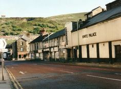 The white palace cinema, knocked down decades aga, last film I saw here was quadrophenia, sometime in the 1970s. I loved the old ponty.