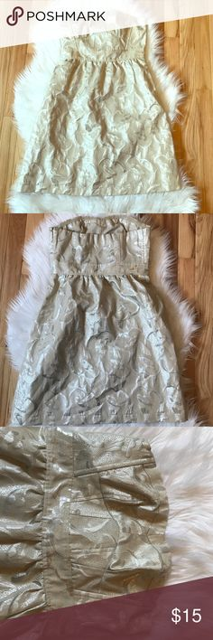 American Eagle Gold strapless dress American Eagle gold strapless dress. Metallic shimmery material. Band around top. Zipper up side. She'll 48% polyester 36% cotton 16% metallic American Eagle Outfitters Dresses Strapless