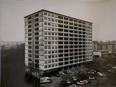 Thomas Struth, V du devin village 1989, Photography Silver-gelatin print on paper h: 44 x w: 58 cm / h: 17,3 x w: 22,8 in