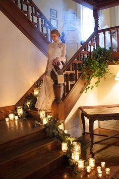 Coucou les filles ! Si votre lieu de réception possède un escalier, sachez que vous avez plusieurs manières de le sublimer, ne passez pas à côté de cette opportunité et laissez-inspirer 1 2 3 4 5 6 7 8 9 10