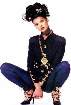 Linda Evangelista in Versace, ph. Penn, 1992.