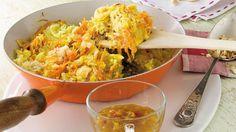 Rezept für Bratreis: Mit Chinakohl, Möhren und Ingwer in der Pfanne zubereitet und schnell auf dem Teller.