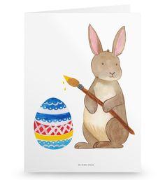 Grußkarte Hase Eiermalen aus Karton 300 Gramm  weiß - Das Original von Mr. & Mrs. Panda.  Die wunderschöne Grußkarte von Mr. & Mrs. Panda im Format Din Hochkant ist auf einem sehr hochwertigem Karton gedruckt. Der leichte Glanz der Klappkarte macht das Produkt sehr edel. Die Innenseite lässt sich mit deiner eigenen Botschaft beschriften.    Über unser Motiv Hase Eiermalen  Hurra, die Ostertage sind da!  Unser Osterhase bringt schonmal die richtige festliche Stimmung mit und überbringt deine…