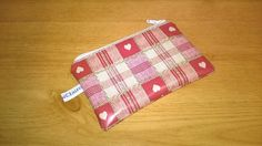 Oilcloth coin purse, red with hearts and checks, white zip, wipe clean, new £4.99