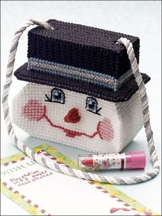 Smiling Snowman Purse Plastic Canvas Pattern Download from e-PatternsCentral.com -- Little ones can tuck all sorts of goodies into this kid-size purse! Fill it on Christmas morning as an alternative to a stocking.