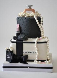 Bolo de Aniversário Feminino - 28 Idéias Maravilhosas Elegant Birthday Cakes, Beautiful Birthday Cakes, Beautiful Cakes, Designer Birthday Cakes, Designer Cakes, Bolo Chanel, Chanel Cake, Chanel Party, Chanel Cookies