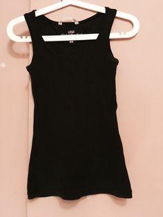 Czarna podkoszulka H&M H&M z mojej szafy! Rozmiar 36 / 8 / S za 3.00 zł. Zobacz: http://www.vinted.pl/damska-odziez/koszulki-na-ramiaczkach-koszulki-bez-rekawow/17773090-czarna-podkoszulka-hm.