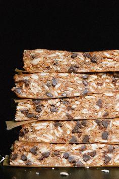 Dark chocolate, almond and honey granola bars recipe