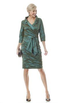 Een schitterend groen mantelpakje voor de moeder van de bruid.