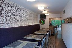 Artisanal Bistrot, de ARCO Arquitectura Contemporánea. Ubicado en la tradicional Colonia Condesa, que en los últimos años se ha convertido en una de las referencias culturales y gastronómicas de la Ciudad de México, el Artisanal Bistrot se presenta como una nueva oferta que destaca dentro del amplio y variado abanico de la zona. http://www.podiomx.com/2013/09/artisanal-bistrot-de-arco-arquitectura.html
