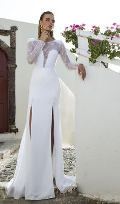 The latestJulie Vino wedding dresses are more stunning than we could've ever imagined! This beautiful inspiration from Julie Vino starts with glamorously elegant white gowns and finish with darker-colored wedding dresses to bring deep pops of color into the mix. These uniquely high-fashion designs are seriously one of a kind, so don't be shy to […]