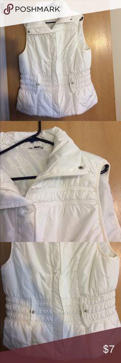 White puffer vest Missing zipper but has snaps Jackets & Coats Vests