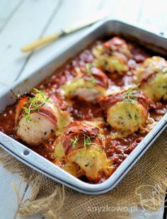 Anyżkowo: Filety z kurczaka z żółtym serem i szynką szwarcwaldzką na pomidorach