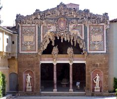 The Buontalenti Grotto in the Boboli Gardens was begun by Vasari, but finished by Buontalenti in 1583