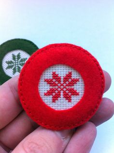 Felt brooches - Embroidery cross stitch Christmas motif framed by beautiful synthetic felt. Ready to decorate your t-shirts and bags. Avalaible colors: red and dark green.    100% handmade and designed by me.