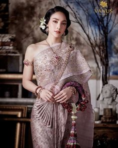 Image may contain: one or more people and people standing Traditional Thai Clothing, Traditional Fashion, Traditional Dresses, Thai Wedding Dress, Khmer Wedding, Wedding Dresses, Thai Dress, Wedding Costumes, Thai Style