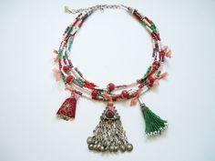 Kum Boncuklu Otantik Kolye Afgan Gümüşü Pendant, kum boncuklar, kırmızı doğal taşlar ve ipek kumaşparçaları ile.... 239281
