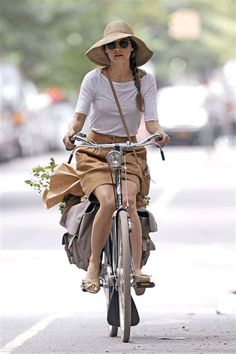 Keri Russell shops locally. Do you? See more celebs who shop at local farmer markets on Wonderwall. http://on-msn.com/QfJPti