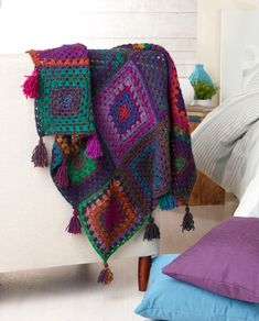 BOUVARDIA GRANNY SQUARE THROW FREE DOWNLOAD