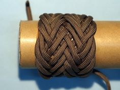 ▶ How to tie a Paracord Gaucho Knot (2 Passes - 4 Passes) - YouTube