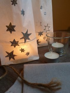 DIY with instructions: Homemade lanterns made of butter bread bags conjure Christmas … - Easy Crafts for All Christmas Candles, 1st Christmas, Christmas Holidays, Christmas Bags, Xmas Crafts, Diy And Crafts, Paper Bag Lanterns, Homemade Lanterns, How To Make Lanterns
