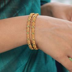 Buy the best Bangles Indian Jewelry online from the top Bangles manufacturer. Shop Pari Antique Bangles online from the top brand for the best traditional and classy looks. Gold Bangles Design, Gold Chain Design, Gold Earrings Designs, Gold Jewellery Design, Gold Mangalsutra Designs, Gold Jhumka Earrings, Gold Jewelry Simple, Gold Models, House