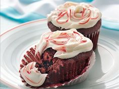 Red Velvet Cupcakes with Cream Cheese Filling and Frosting Recipe from Betty Crocker Red Velvet Cupcakes, Red Velvet Cake, Velvet Cream, Frosting Recipes, Cupcake Recipes, Cupcake Cakes, Dessert Recipes, Cup Cakes, Box Cupcakes