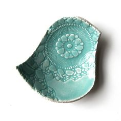 Can't you see using this adorable little bird for a soap dish, candle holder, ring holder, or candy dish?