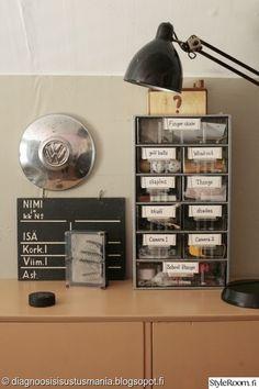 kantakirjataulu,laatikosto,pölykapseli,vintage,industrial,oma huone,lastenhuone,nuoren huone