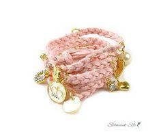 Bettel Armband geflochtenes Leder rosa im weißen Organza...