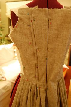 A robe a l'anglaise--or en fourreau gown--a tutorial! Part Two, Back Pleats