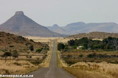 The unique geology and flat-topped mountains of the Karoo have their origin in ancient inland seas, giant mountains and fiery lava. Sa Tourism, Current Movies, South Afrika, Countries Of The World, Geology, Monument Valley, Countryside, Places Ive Been, Landscape Photography