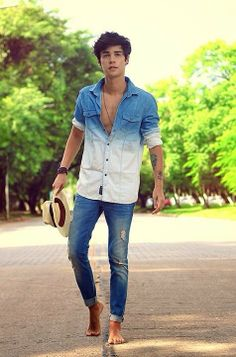 15 classy & simple denim shirt outfit for men in their - thestylecity - men's fashion & women's fashion Mens Fashion Blog, Boy Fashion, Fashion Guide, Street Fashion, Fall Fashion, Fashion Trends, Denim Shirt Outfits, Denim Shirts, Style Masculin
