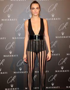 Alors que la Fashion Week de Paris s'apprête à tirer sa révérence, hier soir, les stars étaient réunies autour de Carine Roitfeld lors de la soirée de lancement de son Fashion Book. Et à en croire la guest list prestigieuse, c'était LA soirée où il fallait être. La preuve. http://www.elle.fr/People/Tapis-rouge/Tapis-rouge-Fashion-week/Fashion-Week-de-Paris-voila-la-soiree-ou-il-fallait-etre