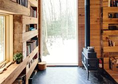 Hemmelig Rom (Norwegian for 'secret room') is a cabin in the forest designed by Studio Padron. This tiny black cabin serves as a library and a guest house. Home Library Design, House Design, Design Desk, Cabin Design, Cottage Design, Small Home Libraries, Cozy Library, Library Bedroom, Tiny House Bedroom